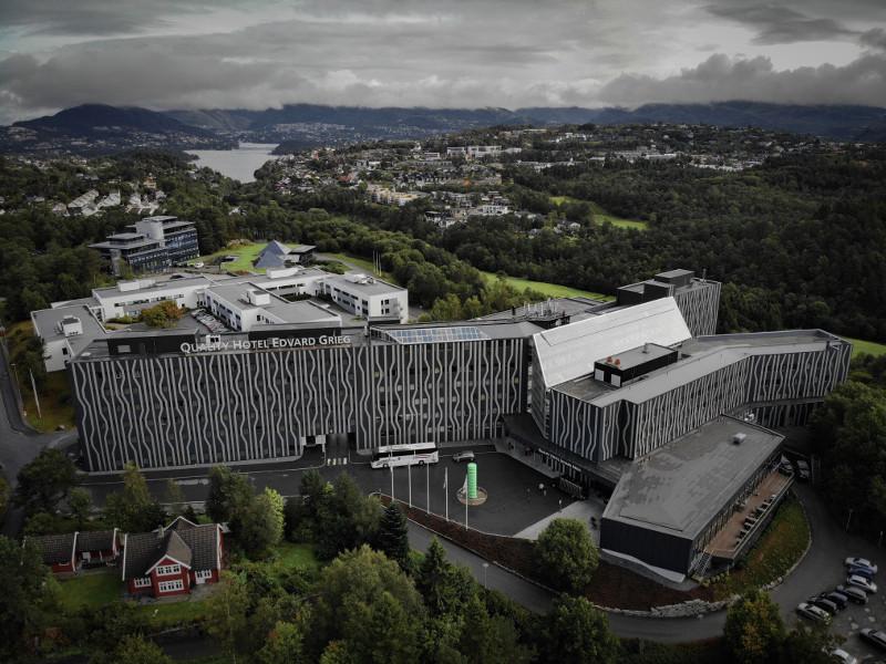 Quality Hotel Edvard Grieg er lokalisert på Sandsli, ca. 5 km fra Bergen lufthavn Flesland